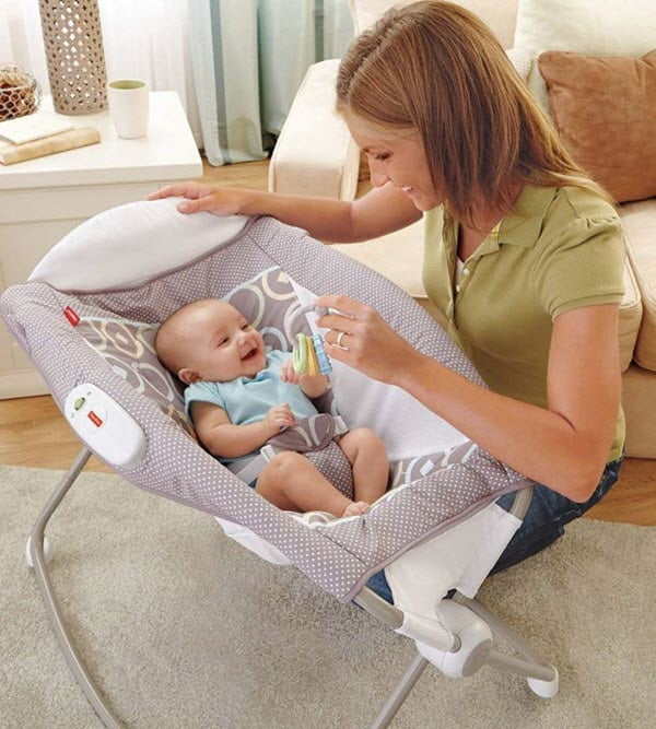 restraints in baby bassinet for hold