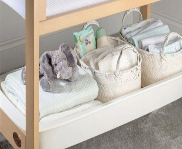 storage under neath of the bassinet
